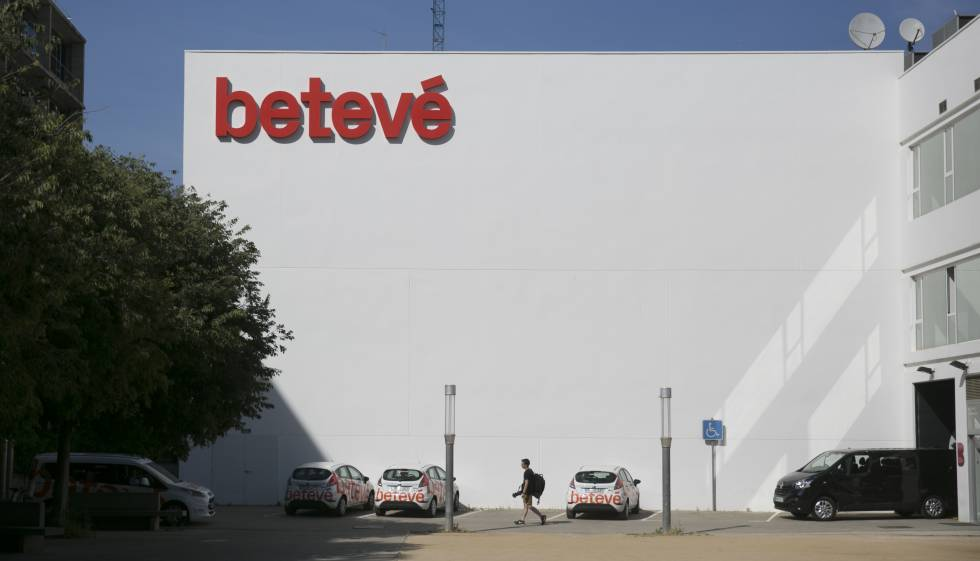Betevé adelantará su informativo para impulsar una reforma horaria