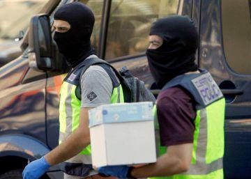 Detenidas 23 personas en un espectacular operativo contra el narcotráfico en A Coruña