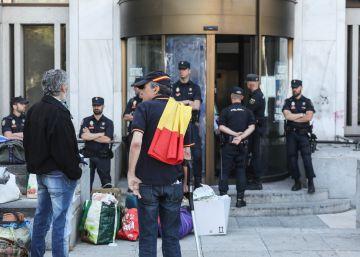 La policía desaloja a los ultras de Hogar Social Madrid al tercer intento