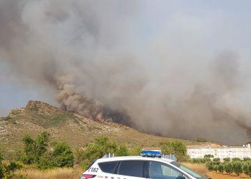 Un incendio amenaza un enclave natural valenciano en Llutxent y Pinet
