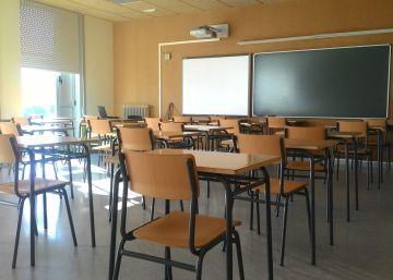El curso escolar arranca con 58 aulas y 90 profesores menos en Galicia, según CC OO