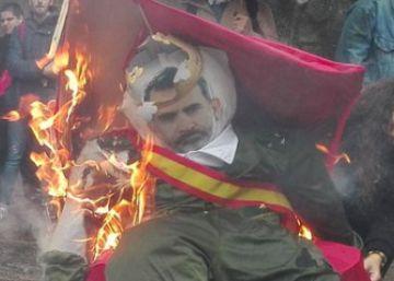 """Galiza Nova prende """"lume á monarquía"""" en el día de la """"masacre"""""""