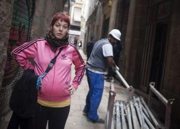 Los Mossos desalojan el edificio del Gòtic ocupado por familias