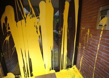 Arran lanza pintura amarilla en la casa de Llarena en Sant Cugat del Vallès