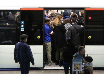 Metro satura sus vagones para ofertar más plazas sin aumentar los trenes