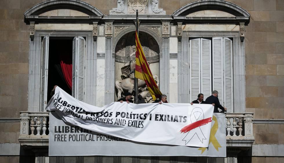 """Malestar entre los consejeros de Torra por el """"exceso de gesticulación"""" con los lazos amarillos"""