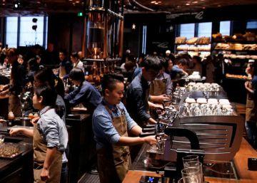 Starbucks abre en Shanghai su mayor cafetería del mundo