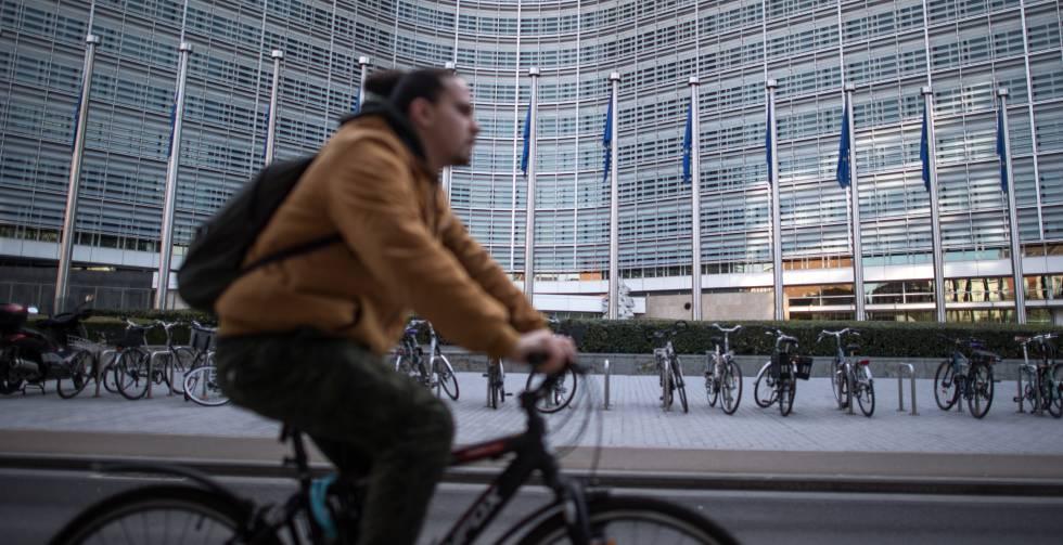Bruselas intenta frenar el aluvión de españoles que aspiran a eurofuncionarios