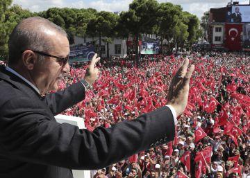 Arrecia la tormenta en los mercados ante la crisis turca: la lira vuelve a caer