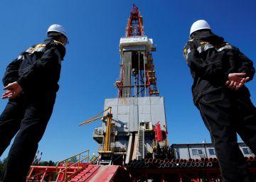 El petróleo a precio de saldo hunde la economía de los grandes productores