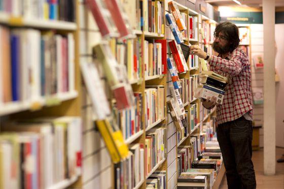 El libro de papel resiste la avalancha digital   Cultura   EL PAÍS