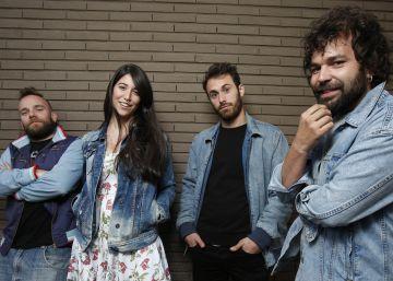 Bely Basarte, Arnau Griso y El Niño de la Hipoteca, juntos con EL PAÍS