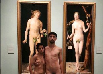 Una pareja se desnuda en el Museo del Prado ante ?Adán? y ?Eva? de Durero