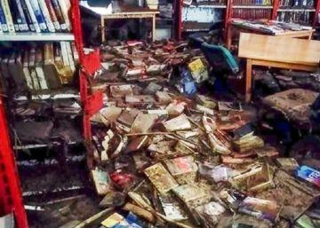 Una biblioteca destruida por la riada y rescatada por la solidaridad