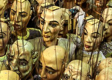Tres mil marionetas centenarias para retratar el mundo