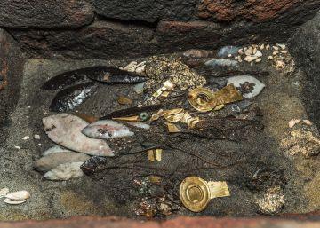 Aves con oro y collares, la ofrenda hallada en el Templo Mayor de México a la espera de los reyes aztecas