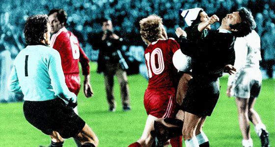 Jaime D. P. da un puñetazo al árbitro en la semifinal Madrid-Bayern de 1976  en fc930607048cb