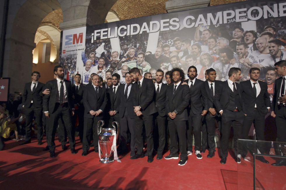 Fotos fin de fiesta en el bernab u deportes el pa s for Sede de la presidencia de la comunidad de madrid