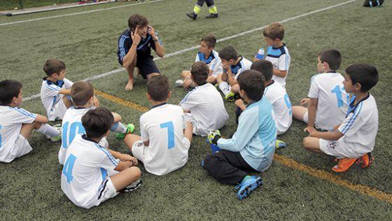 Futbolistas de ocho años con agente  963e19891477d