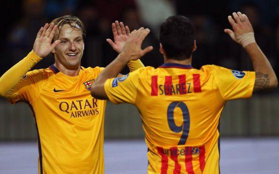 Rakitic celebra con Luis Suárez uno de los dos goles que marcó en el  Borisov Arena ca4578f01d358