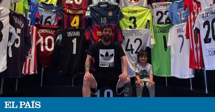 Messi enseña su colección de camisetas de rivales  ad568db164b05