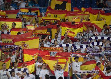 El Bernabéu se llena de banderas de España y cánticos de ?Viva España?
