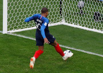 Francia gana a Perú (1-0) y se mete en los octavos de final