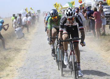 El pelotón del Tour sobrevive feliz en la batalla del pavés