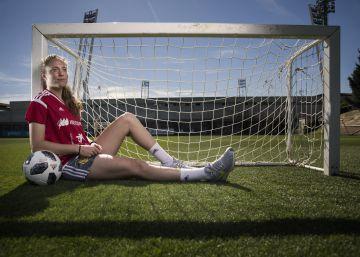 Celia Jiménez: ?Aún existe la idea de que las mujeres no podemos vivir del fútbol?