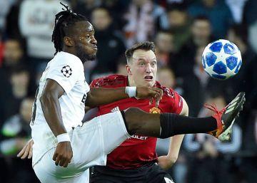 El Valencia somete al United y cae a la Liga Europa como cabeza de serie