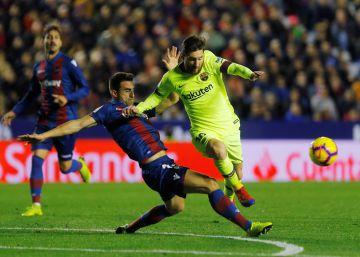 El Barça golea al Levante (0-5) y Messi marca un 'hat-trick'