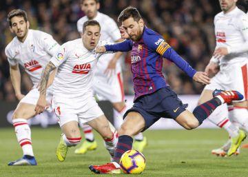 Luis Suárez homenajea a Messi y el Barça golea al Eibar