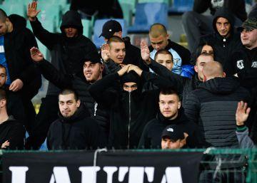 La UEFA sanciona a Bulgaria con un partido a puerta cerrada tras los incidentes racistas