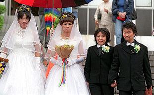 Una Pareja De Gays Y Otra De Lesbianas Casándose Edición Impresa
