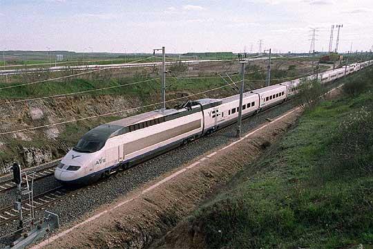 Un tren ave de la l nea madrid sevilla edici n impresa for Ave zgz madrid