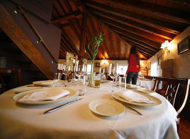 Una de las mesas del restaurante casa jos edici n for Mesas para restaurante
