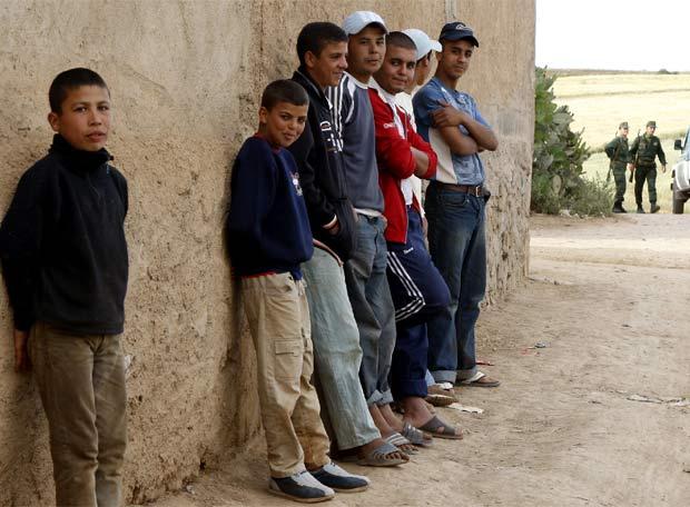 Chavales marroqu es en la localidad de charga edici n impresa el pa s - Muebles marroquies en madrid ...