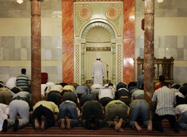 Musulmanes Rezando En Una Mezquita Madrile 241 A Edici 243 N