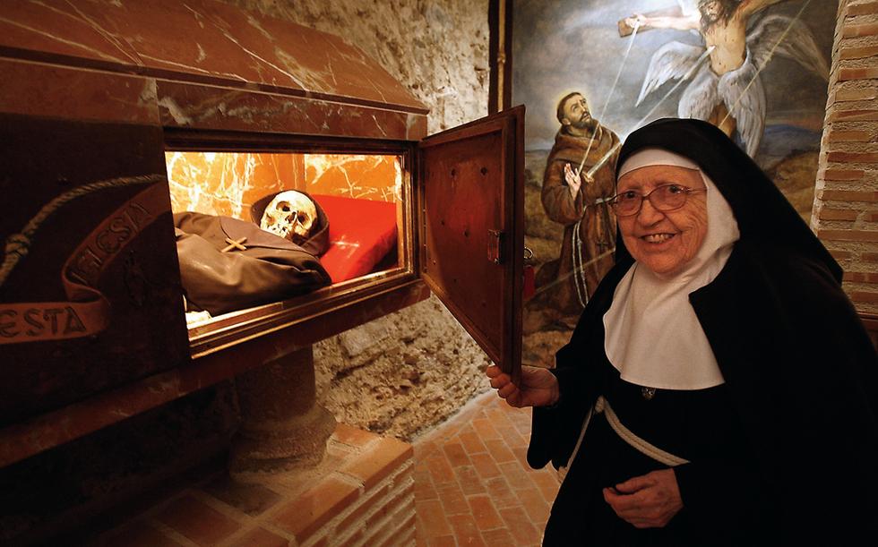 La Madre Abadesa Del Monasterio De Santa Juana Cubas De