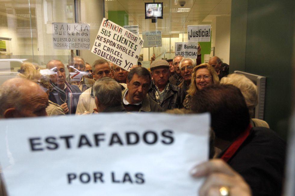 Fotos encierro en bankia econom a el pa s for Oficinas de bankia en madrid