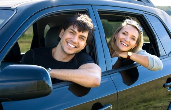 Yo pongo el coche y t la gasolina econom a el pa s - Asegurar coche un mes ...