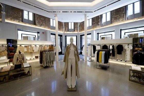 La discreta puesta de largo de la  tienda de bandera  de Zara en ... 47dfe3018d8