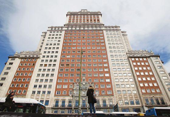 El Santander Vende A Un Magnate Chino Edificio Espaa Por