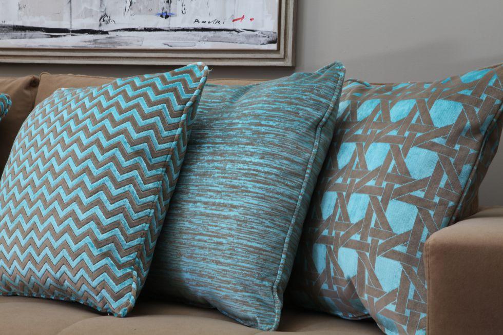 Fotos los textiles visten la casa esta temporada oto o - Cojines gaston y daniela ...