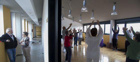 Ciudades para la tercera edad vivienda el pa s for Sillon alto para personas mayores