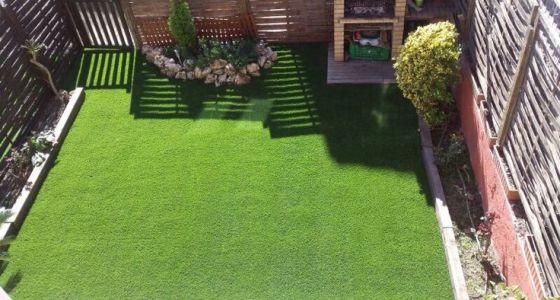 Lo verde conquista los pisos vivienda el pa s for Cesped natural leroy merlin