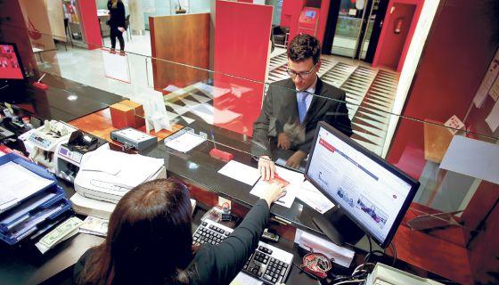 Un oficio que ya no es de por vida econom a el pa s for Buscador oficinas bancarias