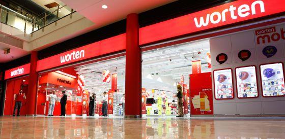 83f946261fcd9 Entrada de una de las tiendas Worten en Madrid.