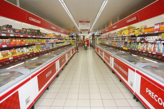 Interior de un supermercado Dia en España. 999e36296d71b