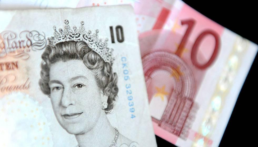 Cambio Libra Euro Un Billete De Z Libras Esterlinas Y Otro Euros Efe